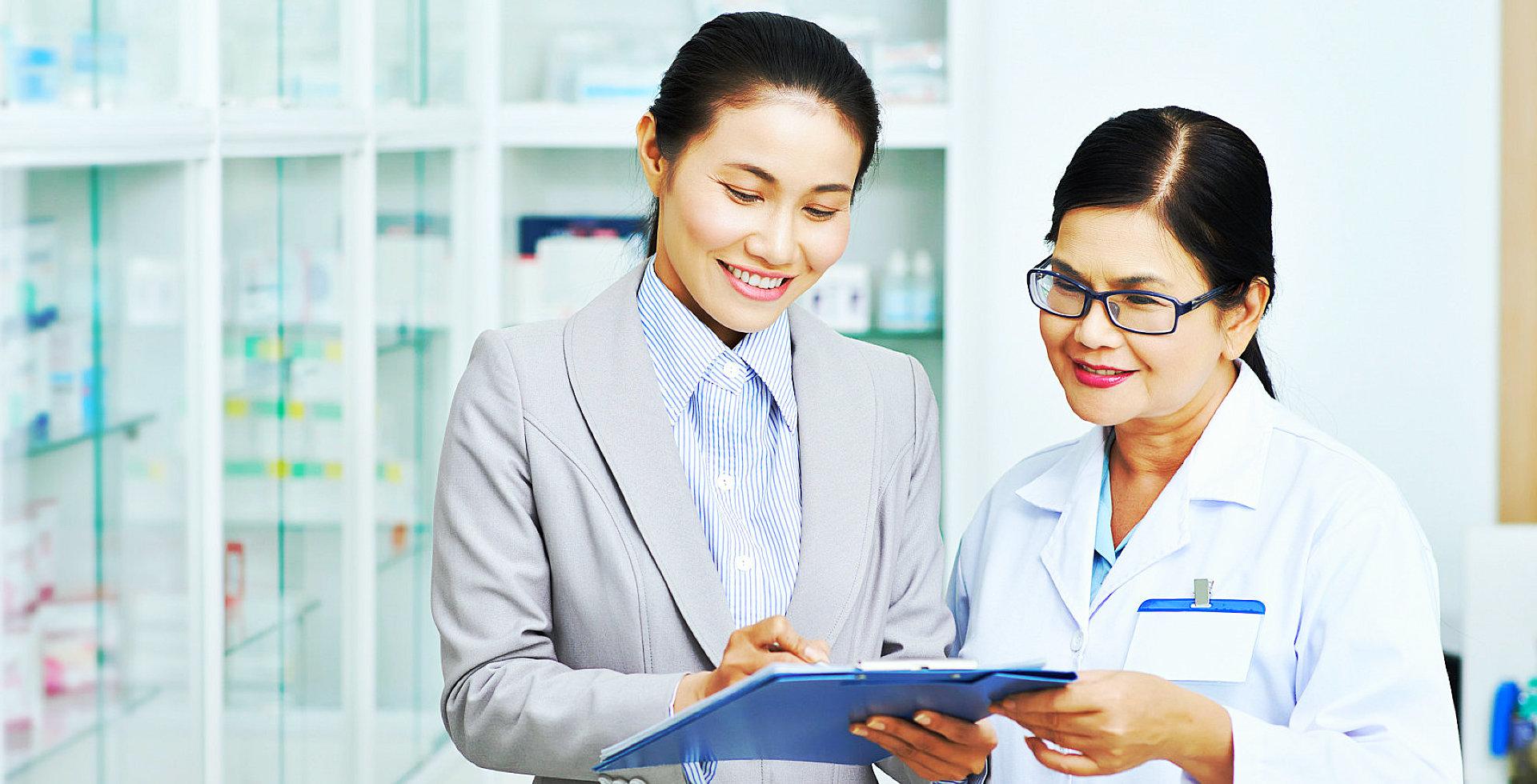 pharmacist having a conversation
